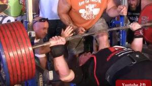 世界記録!ベンチプレス500kgを上げる男「ポール・タイニーミーカー」が常識を覆す